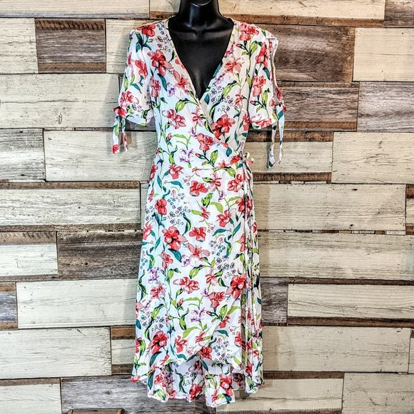 New Look Dresses & Skirts - Beautiful Floral Wrap Dress Perfect for Spring NWT